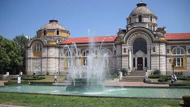 Очаква се Централна баня да отвори врати през пролетта като музей