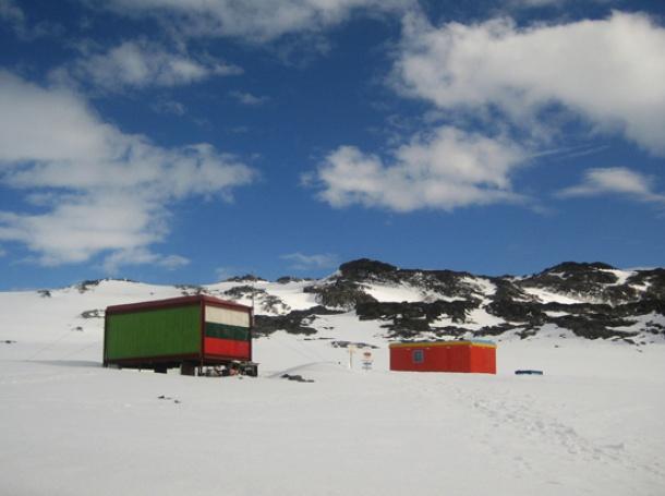 До месеци ще изрисуват стените в българския християнски храм на Антарктида