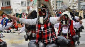 Симитли посреща 4000 кукери на традиционен фестивал
