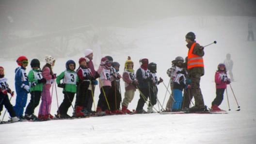 """Ученици стават скиори в Пампорово по програма """"Научи се да караш ски"""""""
