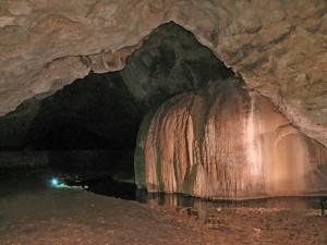 Едно от красивите езера в Деветашката пещера