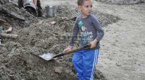 """""""Просто ЧОВЕЦИ"""" са хората, помогнали на бедстващите след навододнението"""