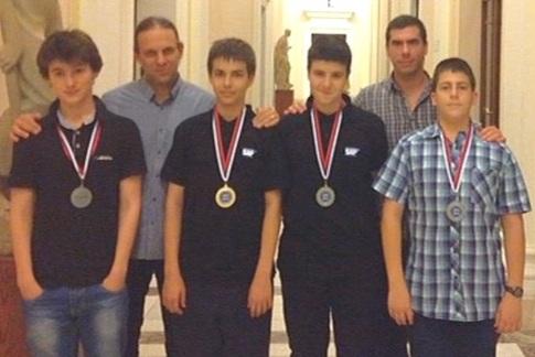 Българският отбор по информатика с четири медала от олимпиадата в Белград