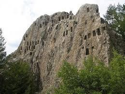 Открити са нови находки на скалния комплекс Глухите камъни (видео)
