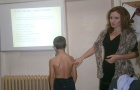 Безплатни прегледи за гръбначни изкривявания за деца от първи до осми клас