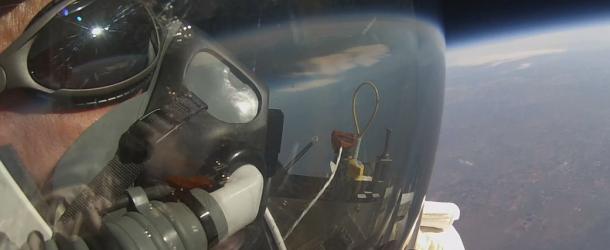 Нов световен рекорд за скок с парашут от стратосферата (видео)