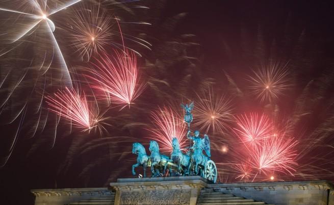 Посрещане на Новата 2015 година по света (видео)