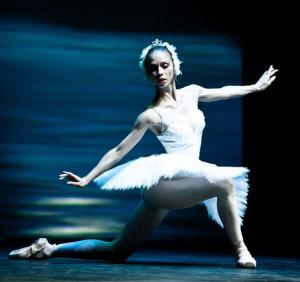 Русенската балетна трупа съчетава  класически техники с модерни елементи за Международния ден на танца.
