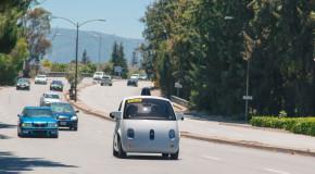 Автоматичната кола на Гугъл вече се движи по пътищата (видео)