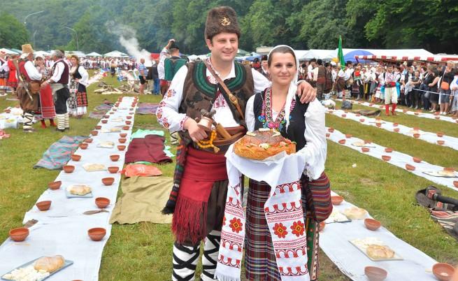 Българска сватба по стара тракийска традиция подобри три рекорда на Гинес (видео)
