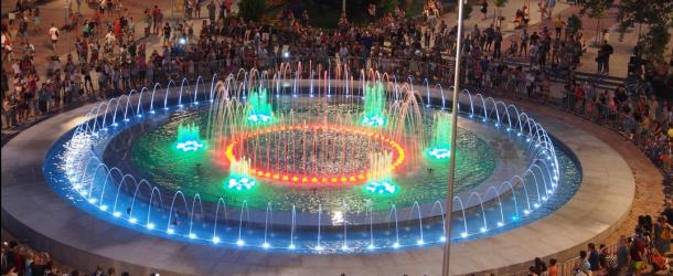 Фонтанът във Варна – светлинно и звуково шоу (видео)