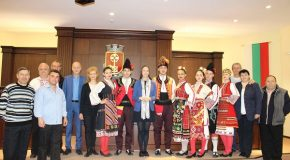 """Фолклорен ансамбъл """"Златна Тракия"""" ще води Българското хоро в Брюксел"""