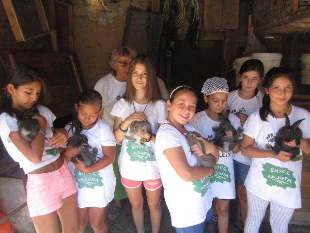 """Баби и дядовци от Габровско си търсят """"внучета назаем"""" за пета година"""
