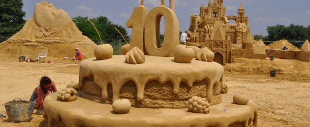 21 творци изваяха ретроспективен 10-и Фестивал на пясъчните фигури в Бургас