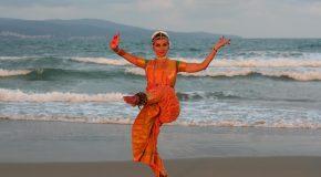 Мина Паталенска ни потапя в атмосферата на Индийската традиция на  Ратха Ятра фестивал
