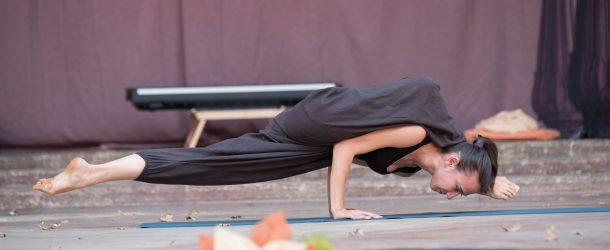 Световният шампион по йога, Ива Благоева, на сцената  на Ратха Ятра фестивал!