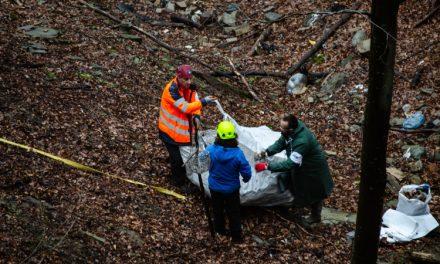 Доброволци изчистиха огромно количество отпадъци от нерегламентирано сметище до Пловдив